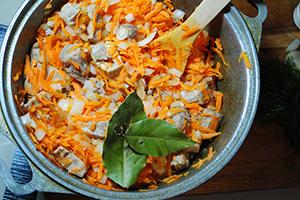 Добавить овощи и довести до готовности