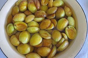 Добавляем абрикосы в сироп