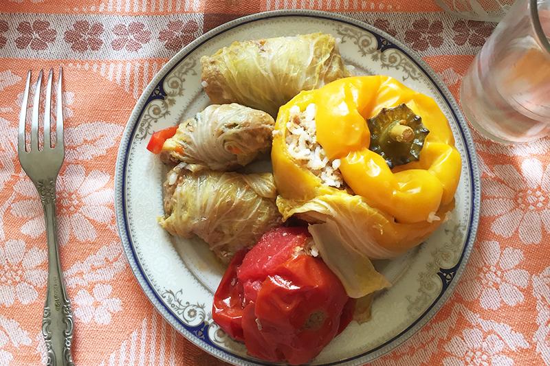 Долма с пекинской капустой и цветными перцами
