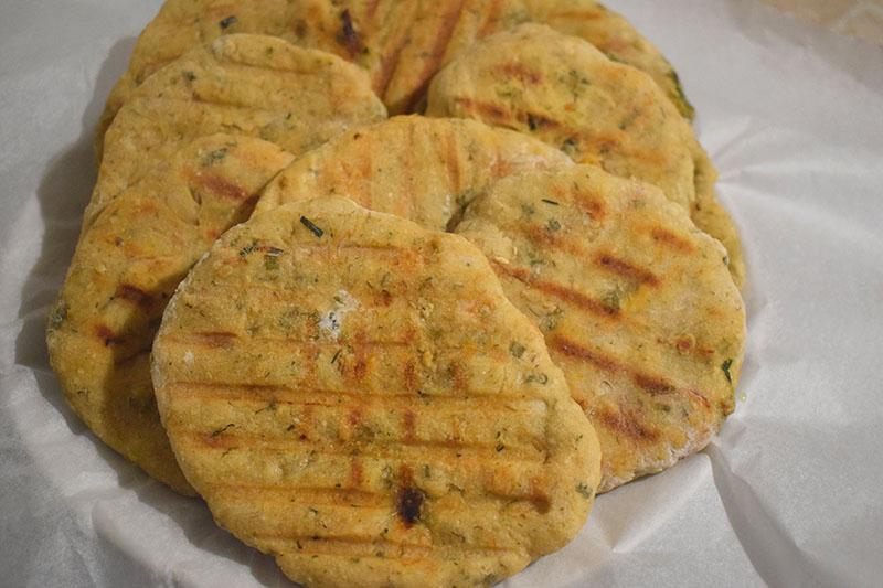 Кефирные лепешки с сыром и зеленью на гриле или сковороде