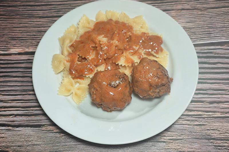 Котлеты в томатно-сметанном соусе