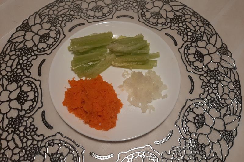 Обжарка овощей и фарша