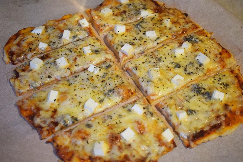 Пицца 4 сыра на тонком хрустящем тесте