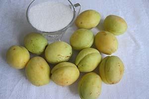 Подготавливаем абрикосы
