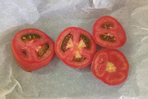 Подготавливаем томат