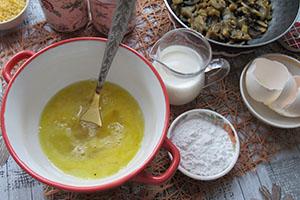 Подготавливаем яично молочную смесь