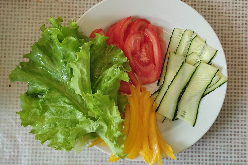 Подготовка овощей и сыра