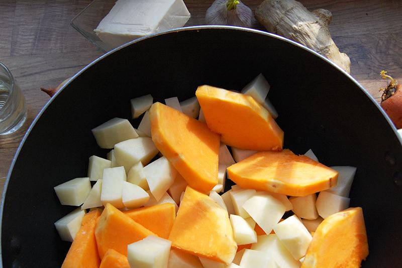 Подготовка тыквы и картофеля