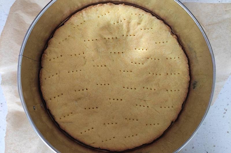 Приготовление песочного слоя пирога