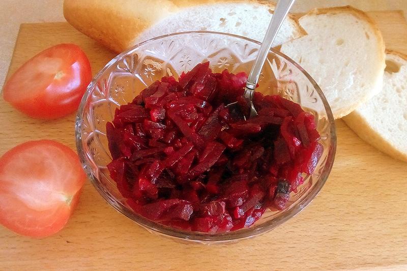 Простой салат со свеклой