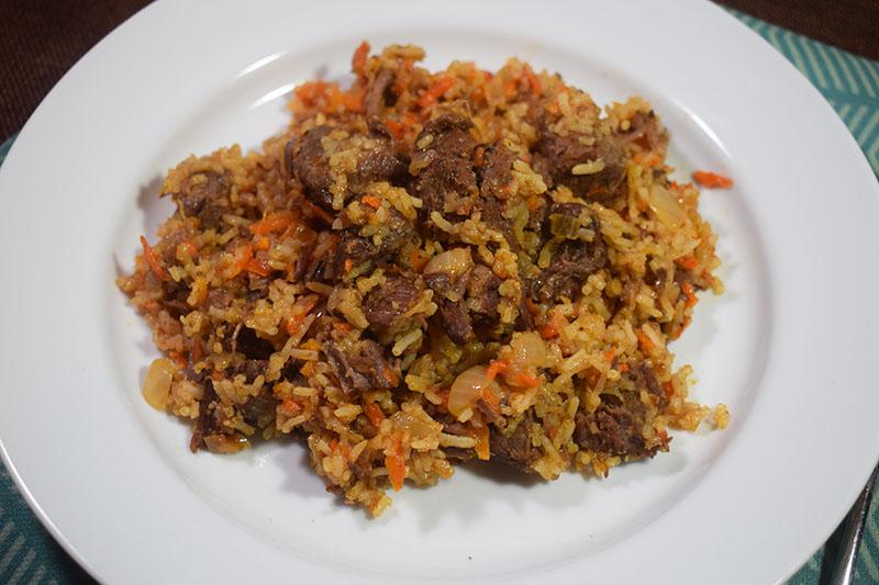 Рис с овощами и запеченной говядиной
