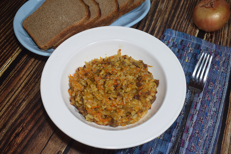 Рисовая каша с овощами и тушеной говядиной