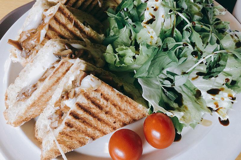 Сэндвичи с курицей терияки и сыром