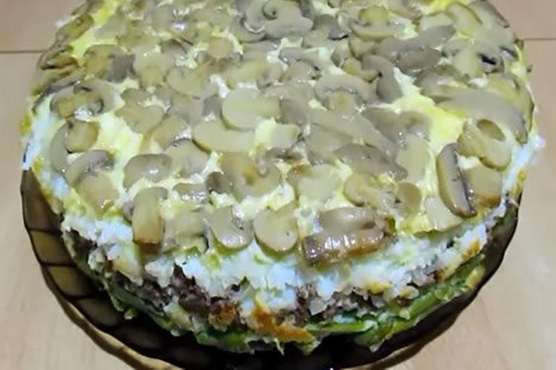 Слоёный пирог с шампиньонами