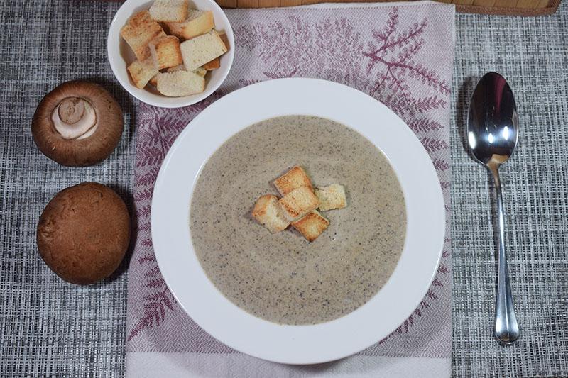 Суп пюре из шампиньонов со сливками