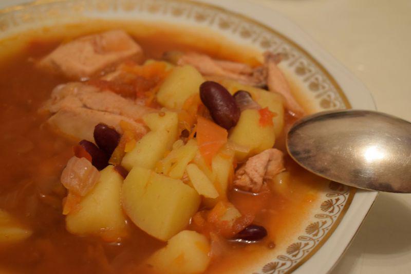 Суп с фасолью красной консервированной и курицей