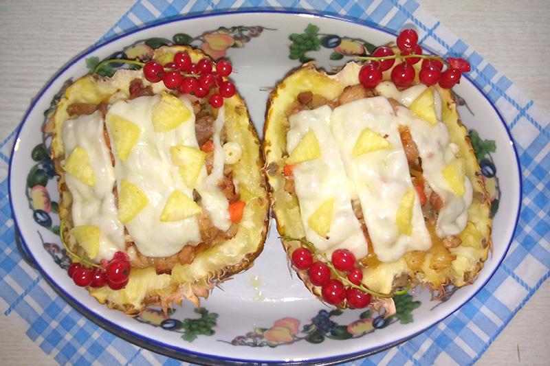 Свинина в кисло-сладком соусе с ананасами