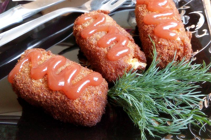 Сырные палочки в панировке на сковороде
