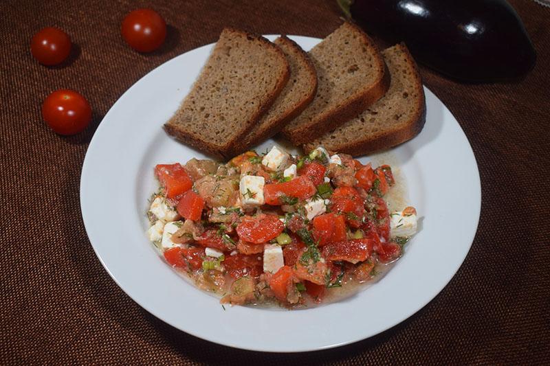 Теплый овощной салат с брынзой