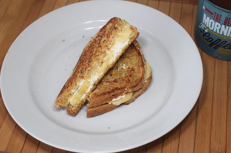 Тосты с бананом и сливочным сыром