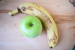 Банан и яблоко