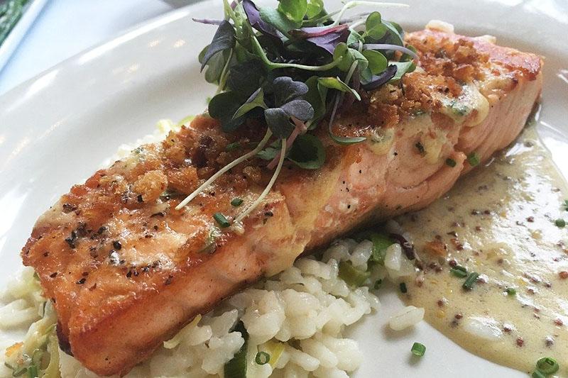 Запеченный стейк лосося