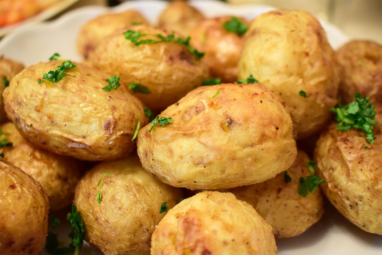 Запечённый молодой картофель