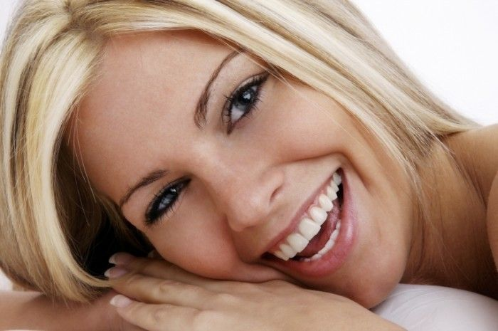 Как отбелить и осветлить кожу вокруг глаз