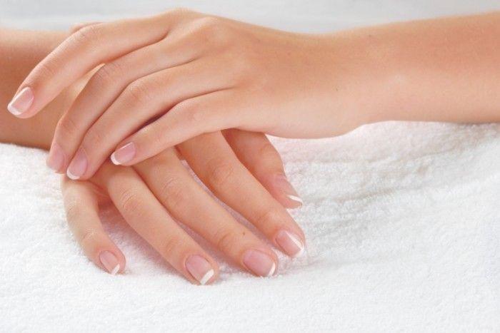 Как бороться с сухой и потрескавшейся кожей на руках?